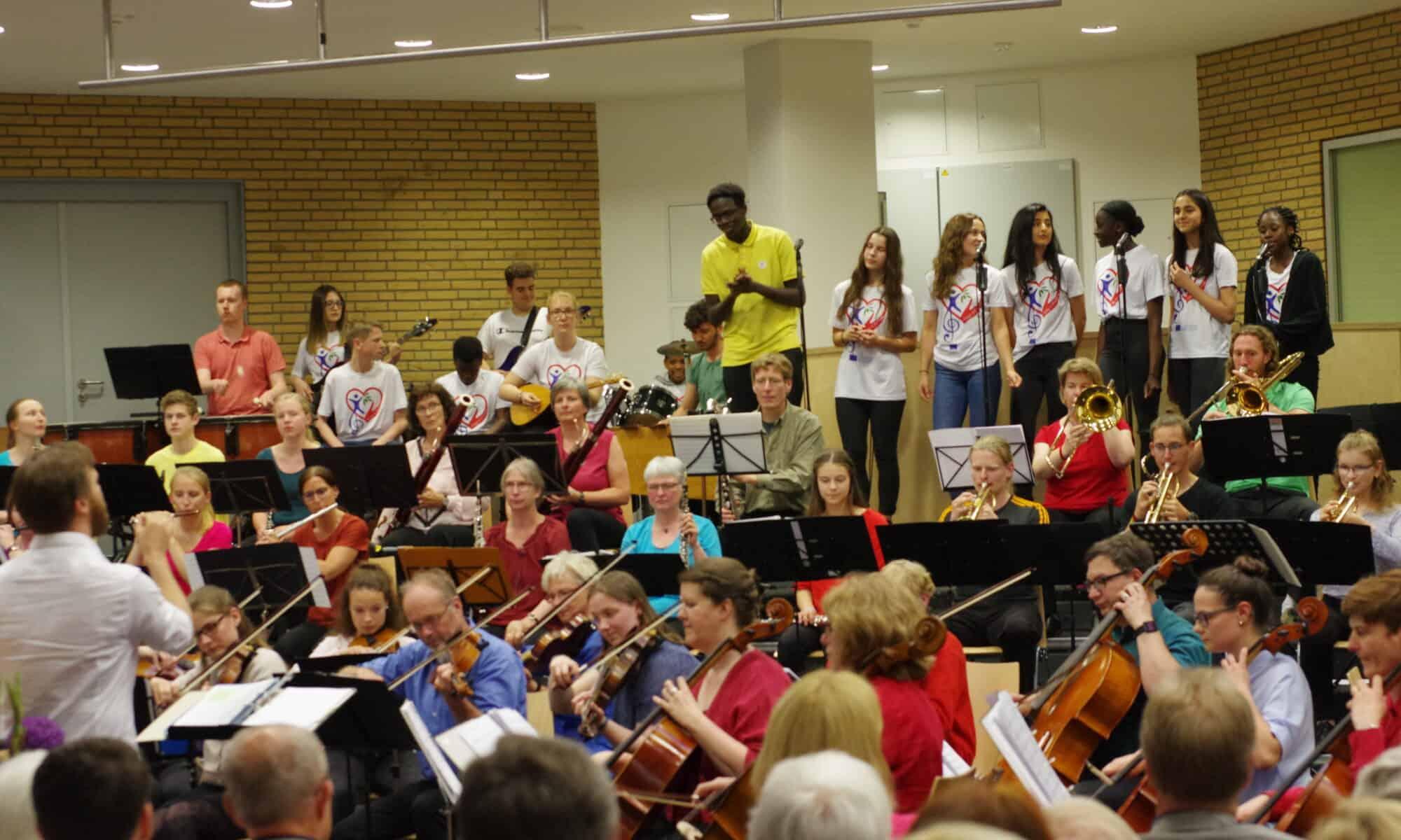 Der Song4Europe zusammen mit dem jungen Hamburg Orchester